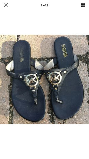 Michael Kors Black Gold Logo Melodie Thong Sandals Size 8 for Sale in Houston, TX