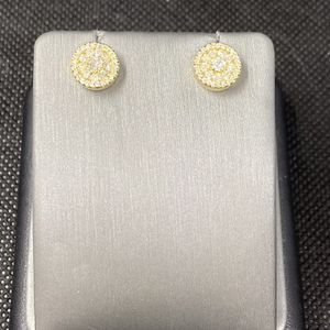 14k Yellow Gold Diamond Cluster Earrings for Sale in Boynton Beach, FL