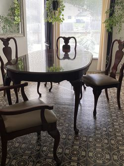 Dining Room Table for Sale in Lynnwood,  WA
