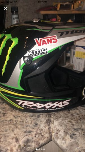 Thor quadrant 2 pro circuit helmet for Sale in Fort Wayne, IN