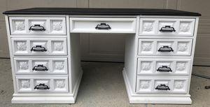 Desk for Sale in Medinah, IL