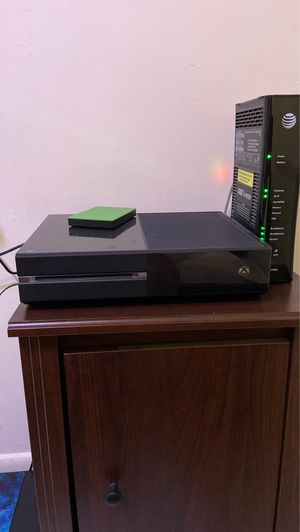 Xbox one 500GB with an external 1TB hard drive for Sale in Miami, FL