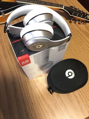 Beats solo 3 wireless (pretty new) for Sale in Lynchburg, VA