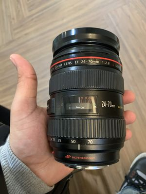 Canon 24-70mm F/2.8 L lens for Sale in Silver Spring, MD