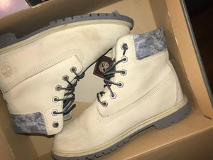 Timberland 6in double color size 9 in women's for Sale in Cleveland, OH