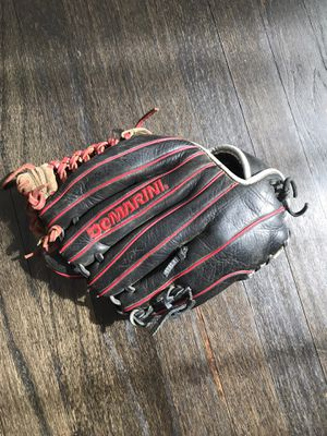Baseball glove ⚾️ for Sale in Parma, OH