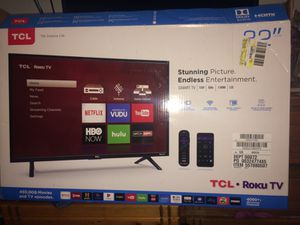 32 in Roku TV TCL still has plastic on tv for Sale in Nashville, TN