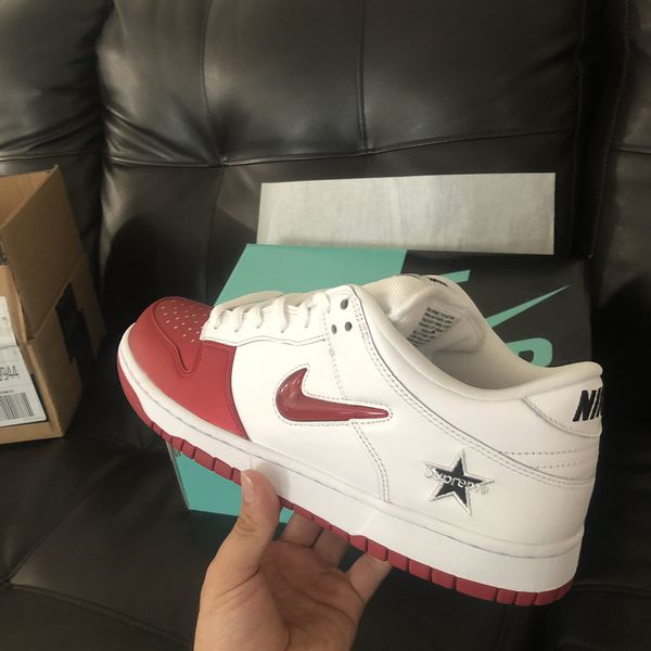 Supreme SB Dunk Low Red