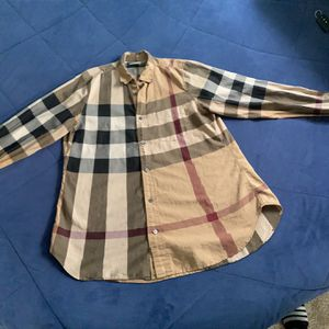 Burberry Size M $85 OBO for Sale in Wood Dale, IL