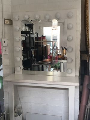White makeup vanity with lights for Sale in Tracy, CA