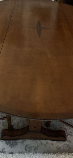 Gorgeous Pedestal Dining Table for Sale in Alpharetta,  GA