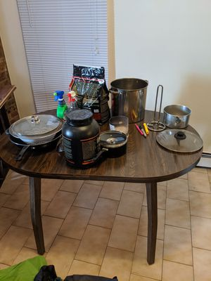 Selling dining room table with leaf and melamine finish for Sale in New York, NY