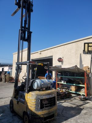 Forklift Cat 4 Capacity 5,000 pounds, sideshift for Sale in Montclair, CA