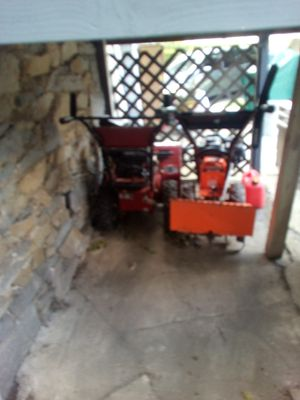2 snowblower don't know what wrong came out of storage take both 100$ for Sale in Ansonia, CT