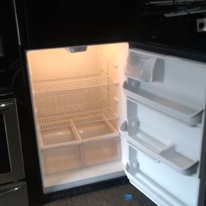 Refrigerator Hi66 Wid 30 Working Perfec Two Mounts Warranty$240 for Sale in Pompano Beach, FL