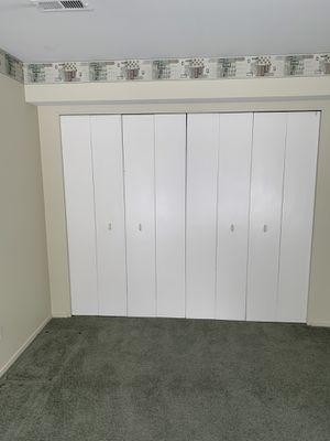No-fold doors with closet organizer for Sale in Farmington, MI