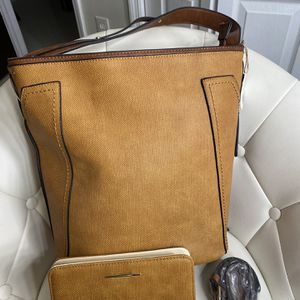 Purse With Matching Wallet for Sale in Miami, FL