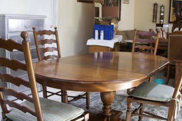 Wooden Dining Table With 4 Chairs Excellent Condition With 2 Extension for Sale in Las Vegas,  NV