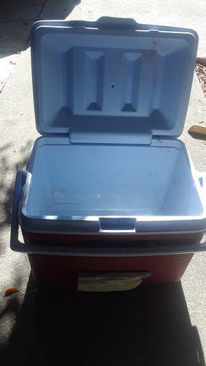 Rubbermaid cooler for Sale in Pomona, CA