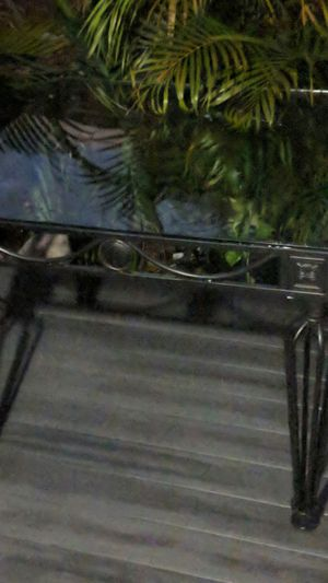 Kitchen table like new 40 for Sale in Largo, FL