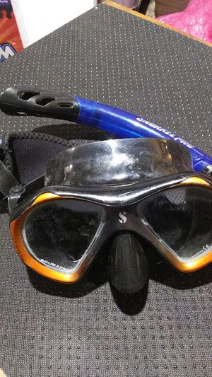 adult one size fits all snorkel pro set with customized dolphin scuba pro mask for Sale in Orangeville, UT