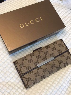 Authentic Gucci long wallet for Sale in San Bruno, CA
