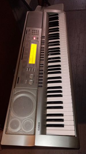 CASIO WK200 with Audio Sampler & 6 Track Recording for Sale in Gardena, CA