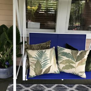 Lovely Porch Swing for Sale in Norfolk, VA