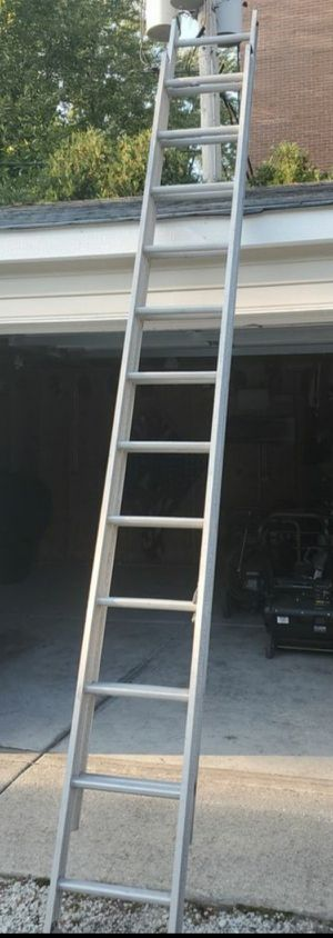 24' aluminum extension ladder. Needs new Spring activated locks for Sale in Chicago, IL