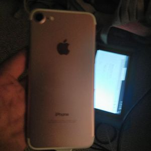 iPhone 7 unlocked rose gold 32gig for Sale in Wichita, KS