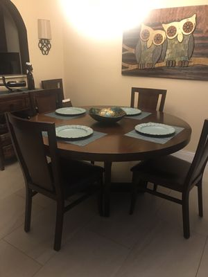 Beautiful 6 chair dining room set with matching buffet for Sale in Miami, FL