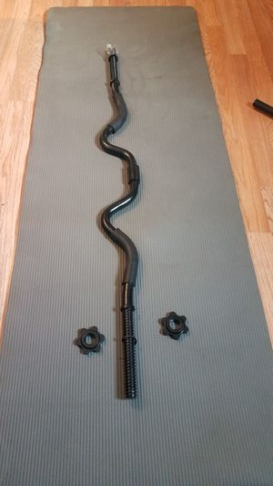 """Standard 1"""" Curl barbell with spin locks for Sale in Montebello, CA"""