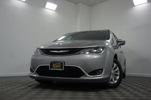 2017 Chrysler Pacifica for Sale in Philadelphia , PA