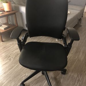 Steelcase Leap Chair V2 Black for Sale in Los Angeles, CA