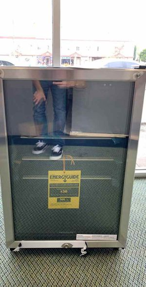 New Frigidaire Mini Fridge! Beverage center! 4Z for Sale in San Gabriel, CA