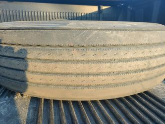 Tire Virgin 285/75R24.5 used for Sale in Des Plaines,  IL