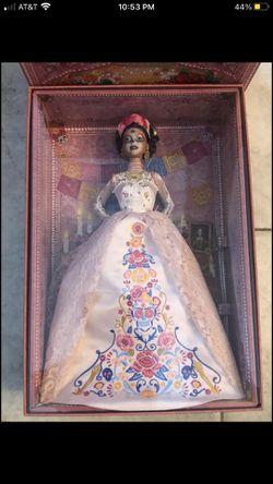 Día de los muertos Barbie rare find for Sale in Tiverton,  RI