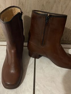 Snow Boots Ladies Size 9 for Sale in Buena Park,  CA