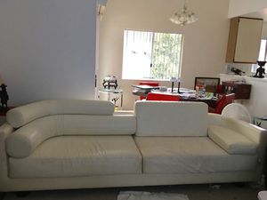 Beautiful leather Sofa for Sale in San Diego, CA