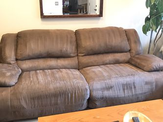 Reclining Sofa And Love Seat for Sale in Tualatin,  OR