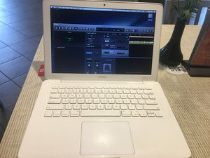 2009 MacBooks filled with tons of recording and video software $180 runs very smoothly in great condition inbox me for a list $180 for Sale in Atlanta, GA