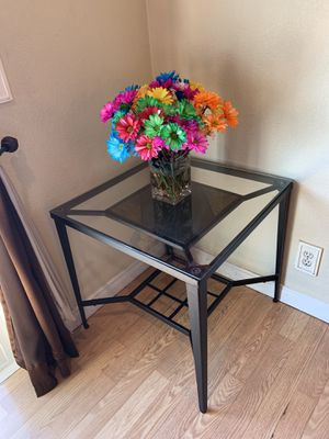Two small side table with coffe table for Sale in Los Angeles, CA