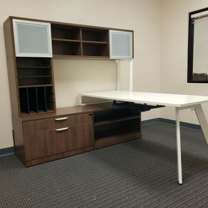 Office Furniture For for Sale in Hialeah, FL
