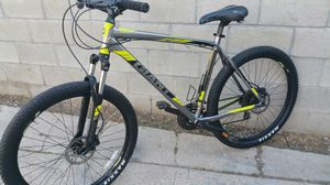 Giant mountain bike hydraulic brakes size large rims 27.5 for Sale in Los Angeles, CA
