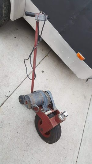 POWER CASTER TO PULL UP TRAILERS,BOATS ETC,VERY GOOD CONDITION WORKS,STRONG,5000 LBS CAPACITY,1/4 HORSE POWER ELECTRIC MOTOR for Sale in Los Angeles, CA