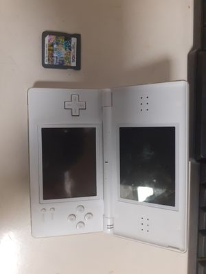 Nintendo ds lite with hundreds of games in one for Sale in Freeport, NY