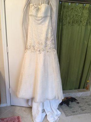 Wedding dress for Sale in Grand Prairie, TX
