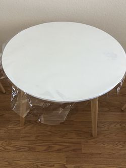 Crate And Barrel Kids Table And Chairs for Sale in Saratoga,  CA