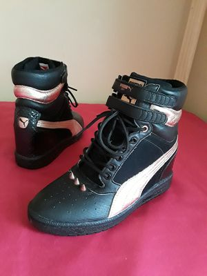 Women's Puma Hightop With Studs Size 9 for Sale in Marietta, GA