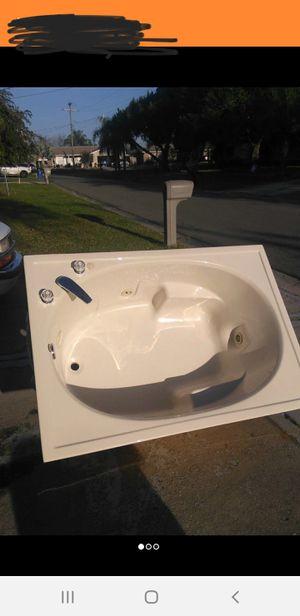Hot tub for Sale in Apollo Beach, FL